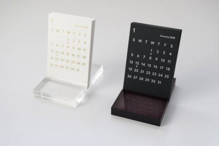JACKAL(ジャッカル)クララカレンダー 2020年のブラック 卓上カレンダーとホワイトを比較