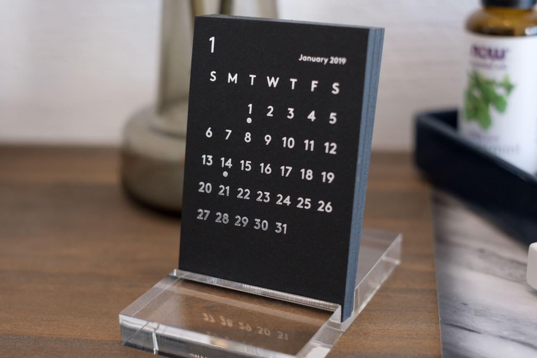 JACKAL CLARA カレンダー 2019年ブラック アップ