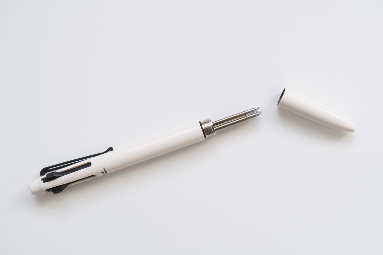 ジェットストリームプライム3色ボールペン ベージュ(SXE3330005.45)の軸は金属素材