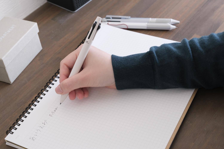 【レビュー】ジェットストリームプライム3色ボールペン(ベージュ)はシンプルデザインなのでおすすめしたい