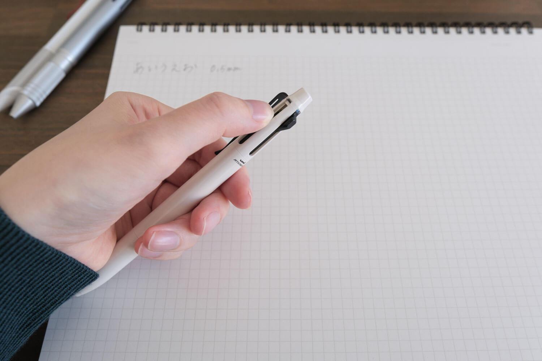 ジェットストリームプライム3色ボールペン ベージュ(SXE3330005.45)はスライドしやすい