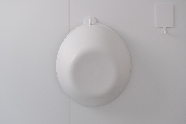 東和産業 磁着SQ マグネットバスフックミニに湯おけをかけたところ