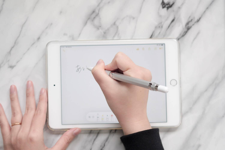 カヴェコ アップルペンシル用グリップ Grip for ApplePencilを使っているところ
