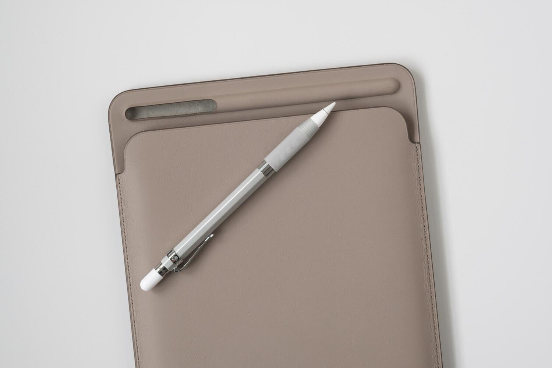 カヴェコ アップルペンシル用グリップ Grip for ApplePencilは太くなるので、純正ケースのアップルペンシル入れには入りません