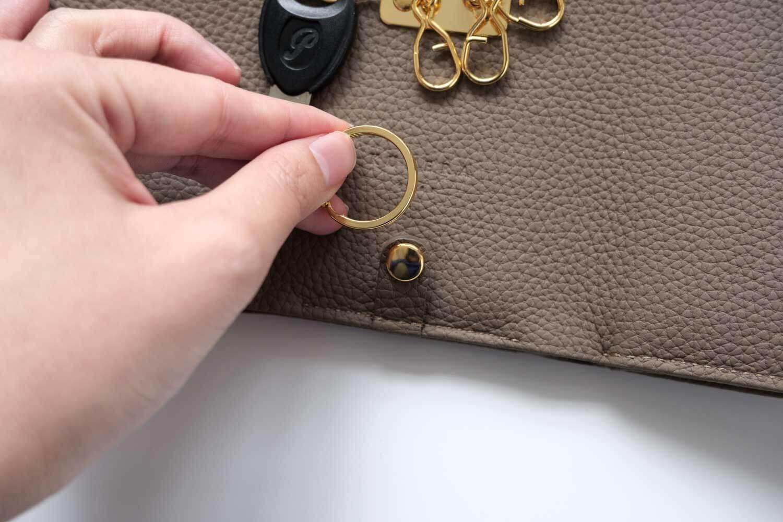 KUBERA9981 シュランケンカーフキーケース付き財布 トープ リングは外れる