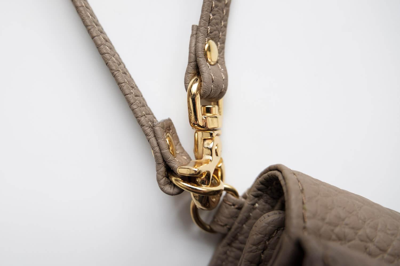 KUBERA9981 シュランケンカーフキーケース付き財布 トープ 金具の素材はあまりよくない