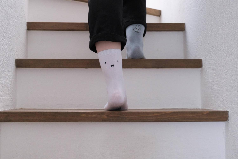 靴下屋×ミッフィの刺繍ソックスを履いたところ