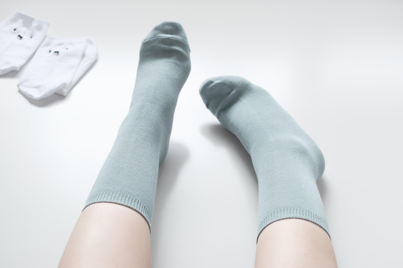 靴下屋×ミッフィーおばけミッフィー刺繍ソックスを履いたところ