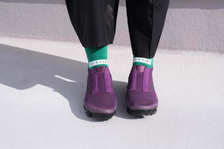 靴下屋サンリオコラボボックスロゴアメリブショートソックスのグリーンをパンツと合わせたところ