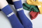 靴下屋サンリオコラボボックスロゴアメリブショートソックスの4色を履いたところ