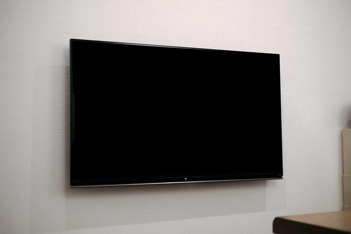 リビングの壁掛けテレビはLG 55UF8500!デザイン重視で選びました