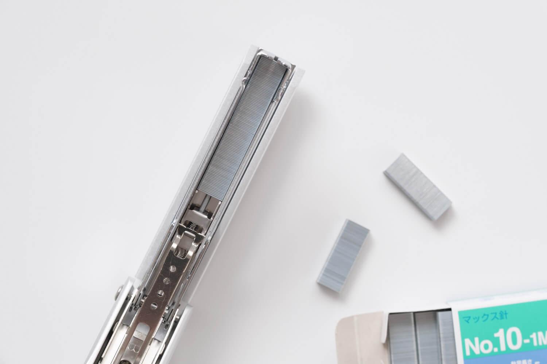マックス フルメタルホッチキス HD-10Xには100本の針が入る