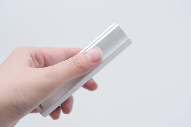 マックス フルメタルホッチキス HD-10Xは上部がへこんでいる形状