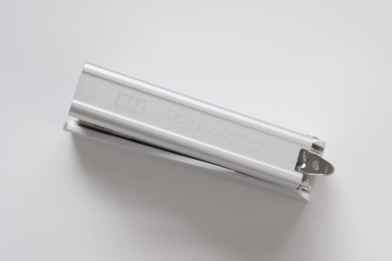 マックス フルメタルホッチキス HD-10X(シルバー)の底部分のレーザー刻印