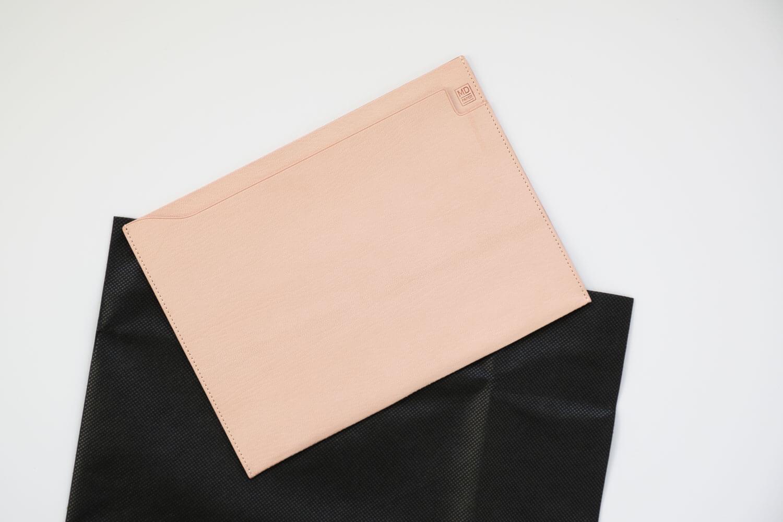 MDノートバッグ ヌメ革 ゴートヌメを開封したとき。黒い不織布に貼っていました