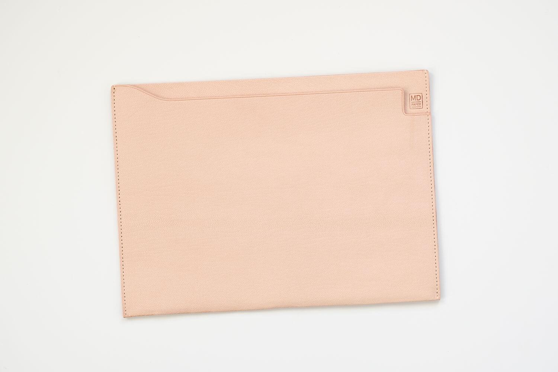 MDノートバッグ ヌメ革 ゴートヌメの開封時の色(表側)