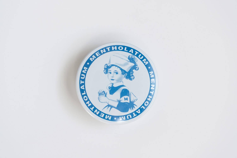 ロハコ限定デザインのメンソレータム軟膏cの中のデザイン缶