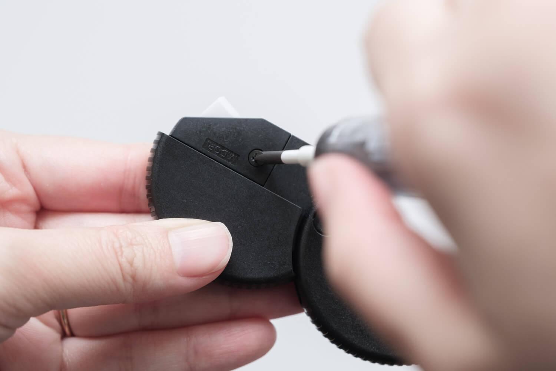 ミドリ ダンボールカッター ニューモデル 35409006(ブラック)のビスをはずす