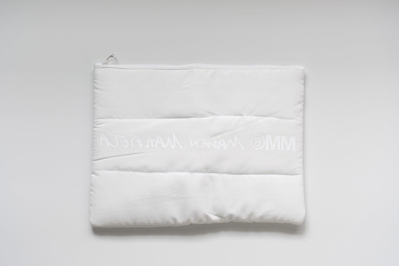 SPUR2019年11月号 MM6 メゾンマルジェラ パテッドポーチ 裏はホワイトのプリント