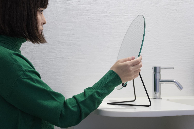 MOEBEのスタンドミラーレビュー。鏡をスタンドに乗せただけのシンプルデザインが潔くて好き