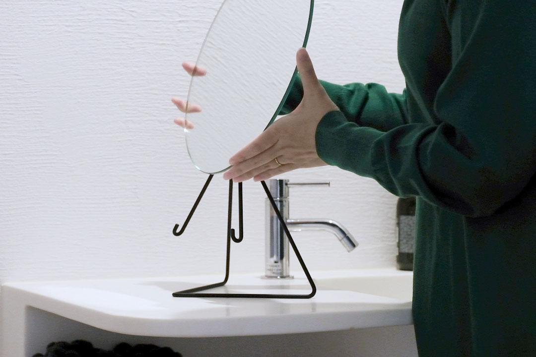 MOEBE(ムーベ)スタンドミラーの鏡を外したところ