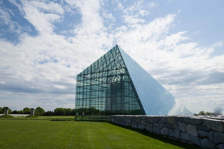 北海道のモエレ沼公園へ行ってきたよ!ガラスのピラミッドはやっぱりかっこよかった…