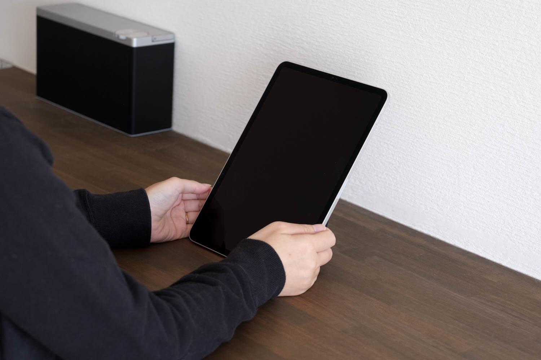 MOFT Xタブレットスタンドは縦置きもできるこれは60度