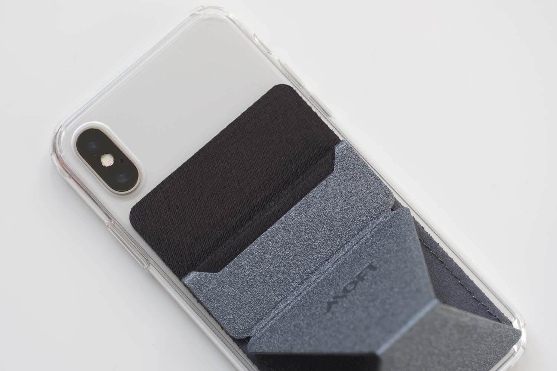 MOFT Xスマホスタンドのカード入れ部分はファブリック素材でカードが入れやすい