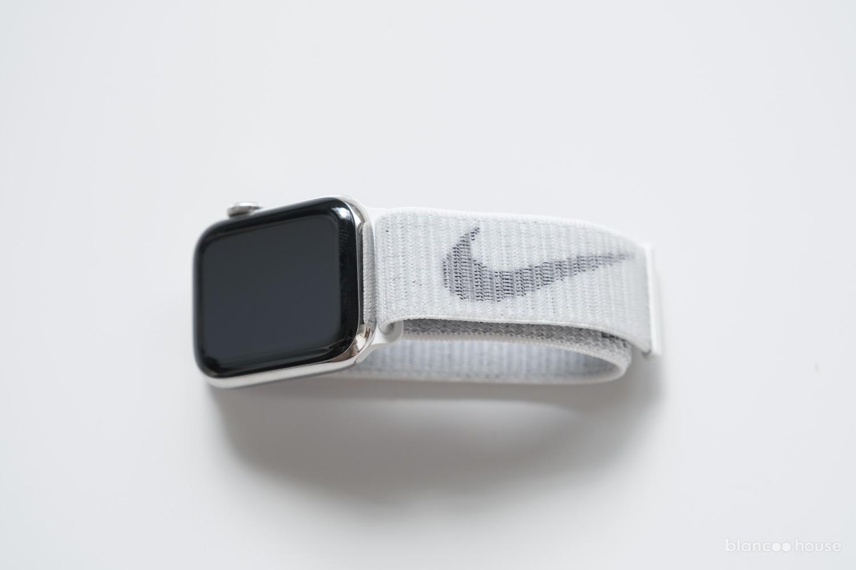 41mmケース用  Nikeスポーツループ サミットホワイト(ML2W3FE/A)をApple Watch40mmにつけたところ