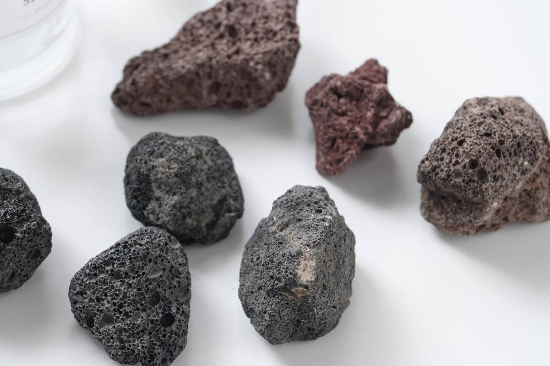 ニトリ 溶岩石 ストーンディフューザー ロレ 溶岩石はさまざまな形があります