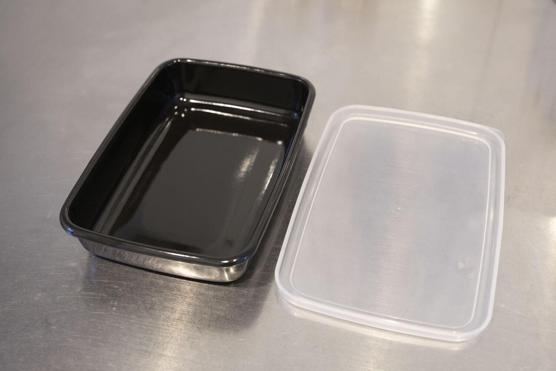 野田琺瑯のムック本 Daily Cooking Book付録の黒いレクタングル浅型Sサイズを開けたところ