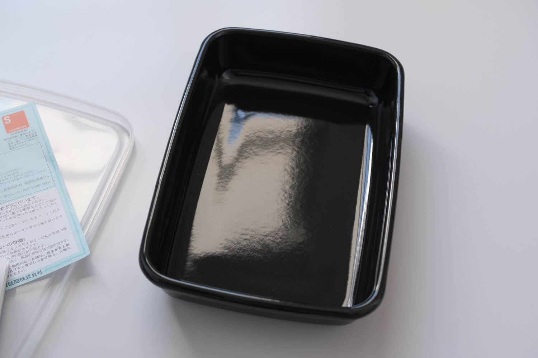 野田琺瑯のムック本 Daily Cooking Book付録の黒いレクタングル浅型Sサイズの琺瑯部分