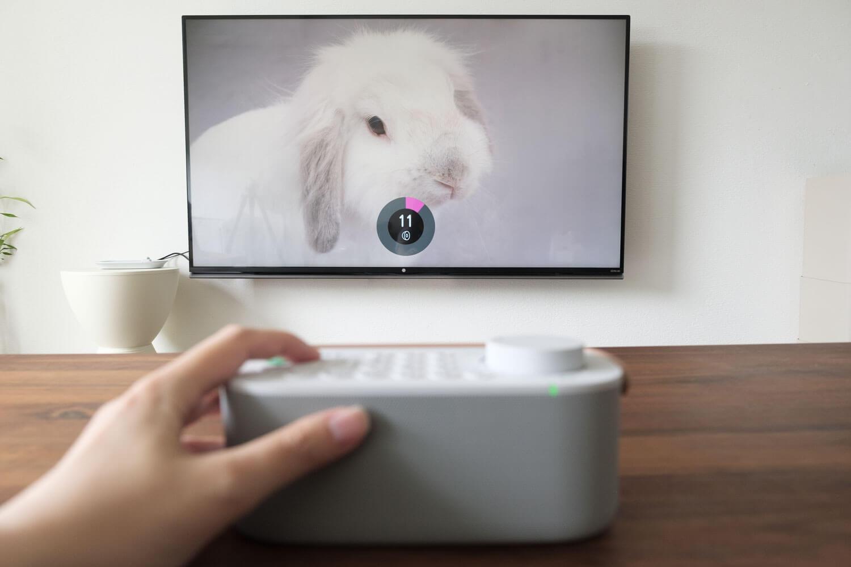 ソニー お手元テレビスピーカー SRS-LSR200のボタンを押してテレビの音量調整