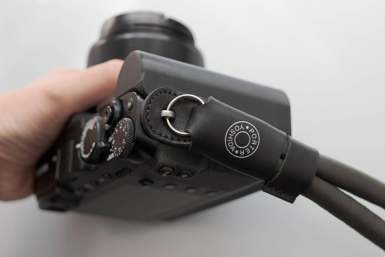 ポーター ラムレザー カメラ ストラップ X-E3 取り付け2