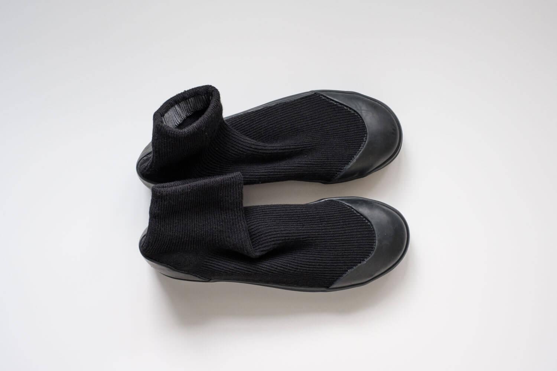 RAIN DANCE(レインダンス)ブラック 上靴のようなシンプルデザイン