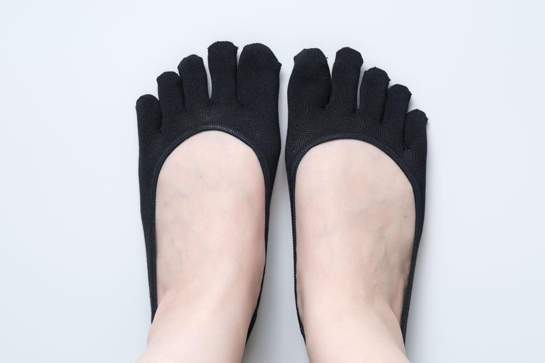 靴下屋デオドラント浅め5本指カバーソックスを履いたところ