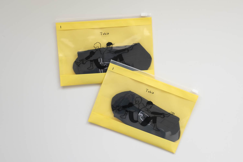 Tabio×長場雄アルファベット刺繍ソックスは片方ずつじジップバッグに入って届けられる