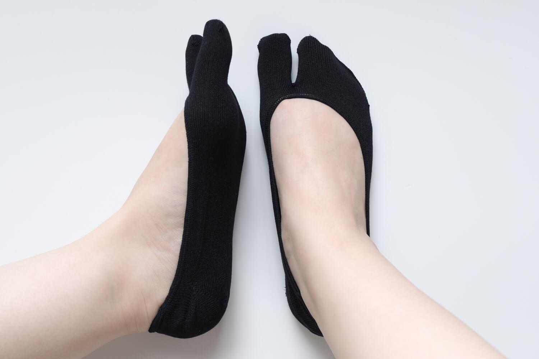 靴下屋のデオドラント足袋カバーソックス 011110185を履いたところサイドと正面