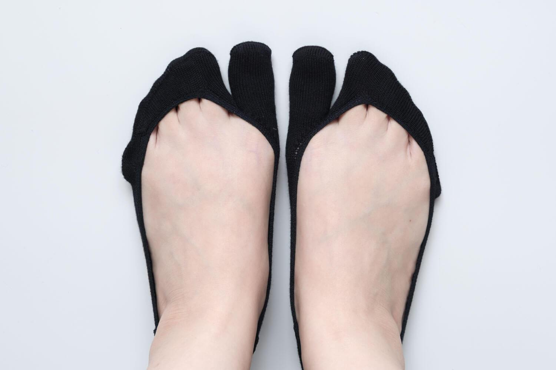 靴下屋の【極浅】足袋カバーソックス 011110126を履いたところ