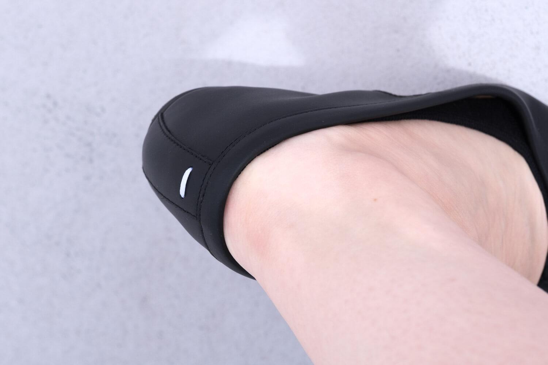靴下屋のデオドラント足袋カバーソックス 011110185でタビバレエを履いたところ(かかと部分)