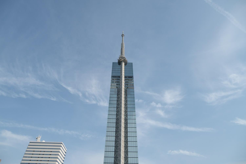 福岡タワーは角度によって姿が違う