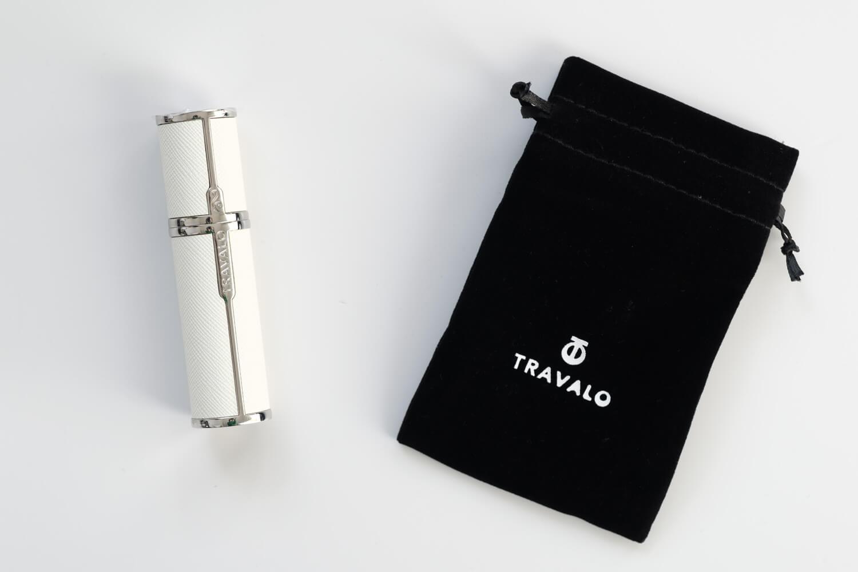 TRAVALO(トラヴァーロ)の香水アトマイザー ミラノ(ホワイト)の本体と付属の袋
