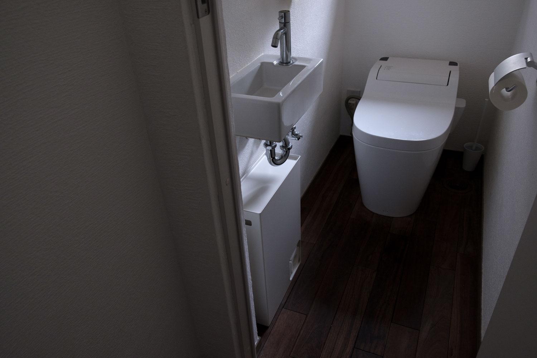 山崎実業 Plate トイレットペーパーストッカー  トイレに設置2