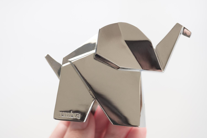 umbra(アンブラ)オリガミリングホルダー 側面のロゴ