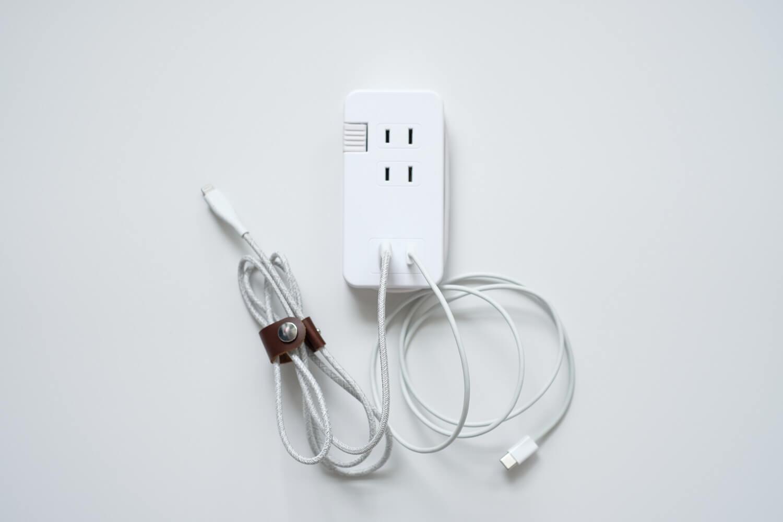 ミヨシ USB-ACアダプタ type-c こんな感じでケーブルをさしています