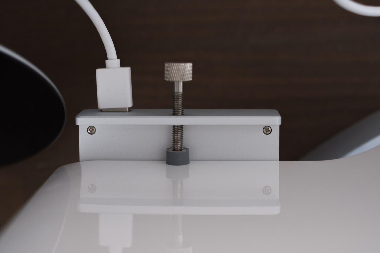 クランプ型USBハブ ディスプレイの裏側