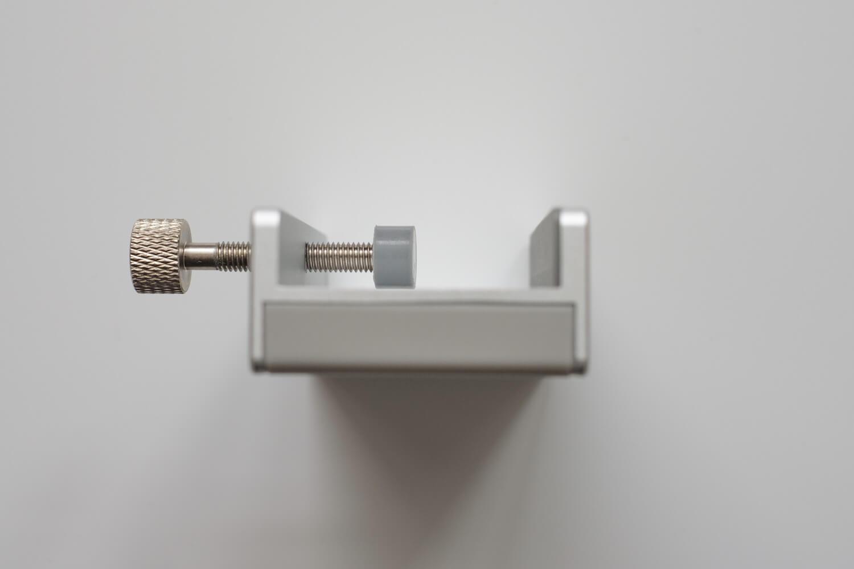 クランプ型USBハブ  サイドから