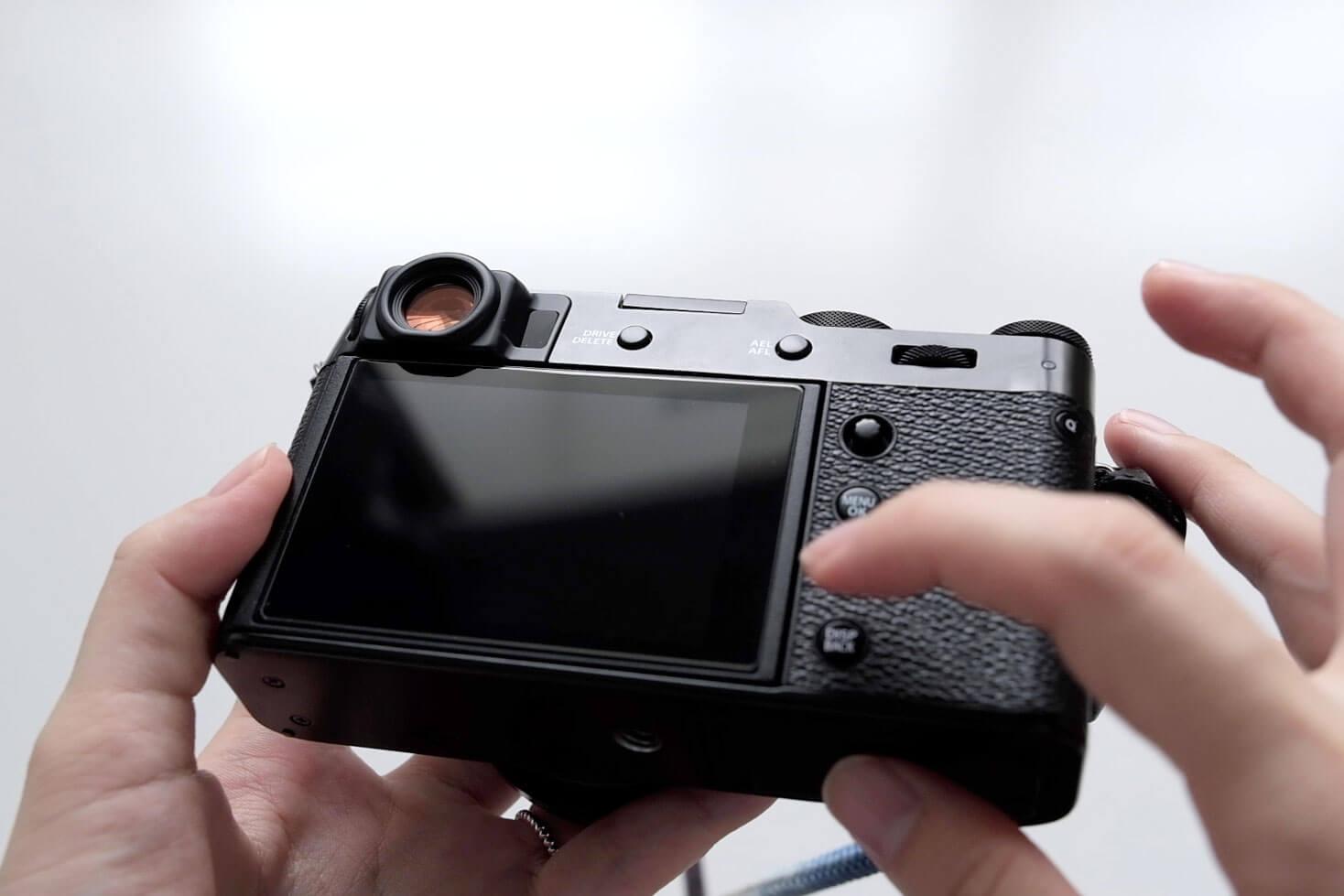 X100V用のガラスフィルムは800円ほどのもの