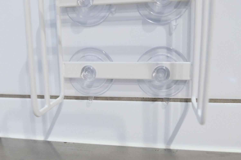 山崎実業 吸盤まな板スタンド 3499を取り付けた吸盤のアップ