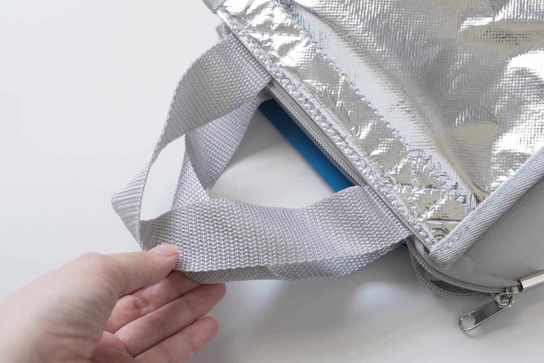 Ziploc × DEAN & DELUCA × BEAMS COUTUREトリプルコラボのクーラーバッグの持ち手は短め